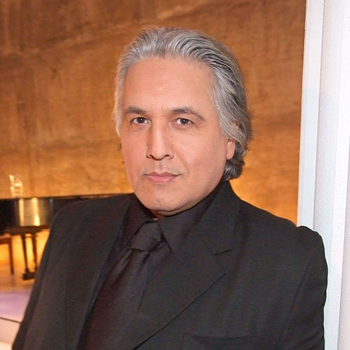 Robert Beltran headshot